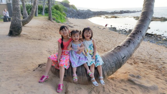 3 munchkins in Maui